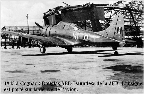 1945 Douglas SBD Dauntless de la 3FB a Cognac. Insigne porte sur la derive