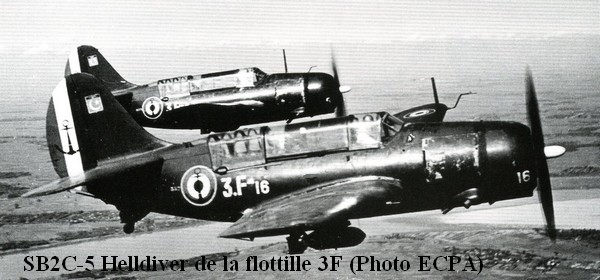 1954 en Indo. SB2C de la 3F