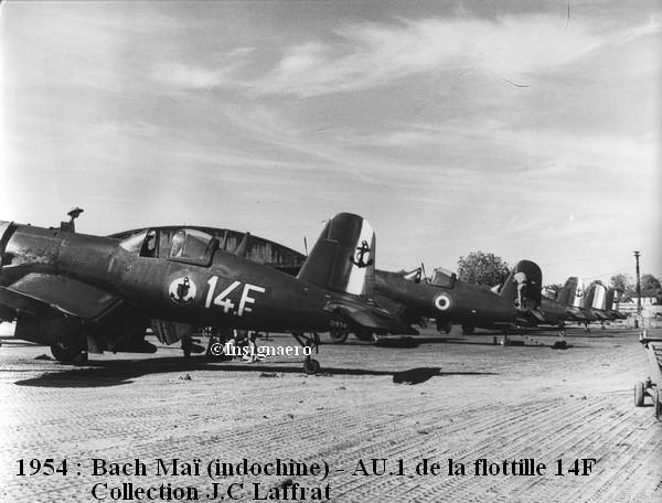 AU 1 14F alignes a Bach Mai en 1954