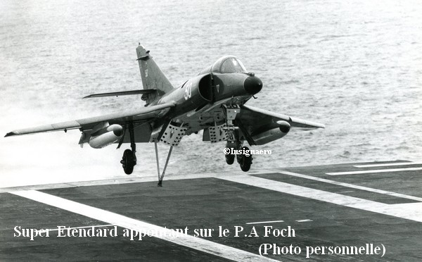 SUE de la 17F appontant sur le P.A Foch