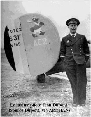 Photo du maitre pilote Dupont posant aux cotes d un Potez 631