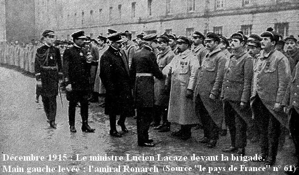 Lucien Lacaze devant la brigade Dixmude