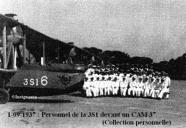 1937. Personnel de la 3S1 devant un CAMS 37