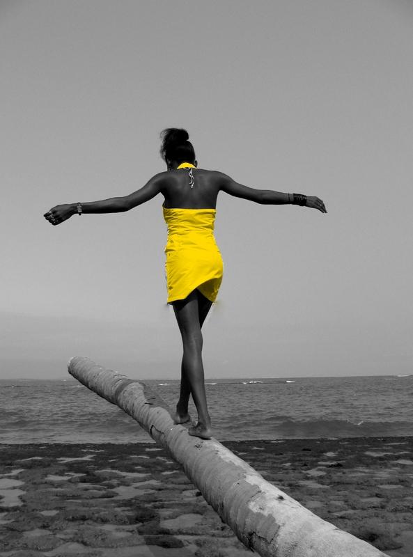 equilibre robe jaune