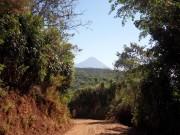 https://www.waibe.fr/sites/micmary/medias/images/ElSalvador/ES-085-Juayua-Chorros_Calera-Toujours_un_volcan_au_loin.JPG