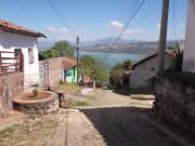 https://www.waibe.fr/sites/micmary/medias/images/ElSalvador/ES-200-Suchitoto__rue_de_l__hotel_et_lac_Suchitlan.JPG