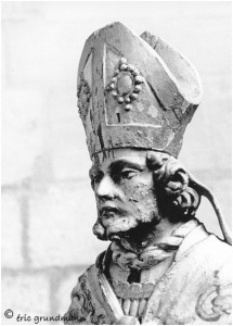https://www.waibe.fr/sites/photoeg/medias/images/__HIDDEN__galerie_5/08-carignan_statue_bois_.jpg