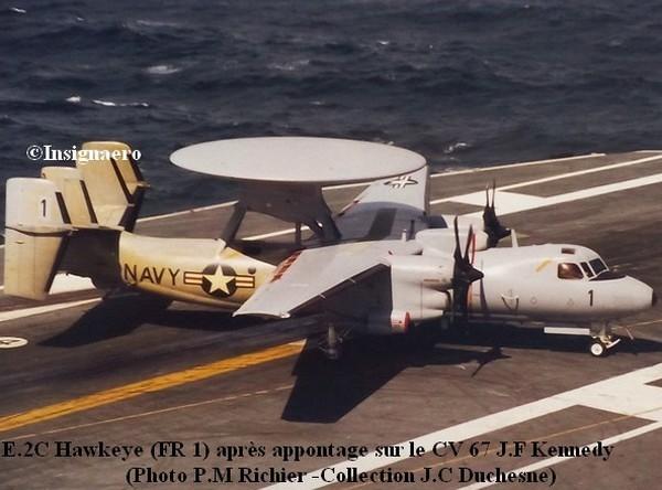 EC2 Hawkeye FR1 apres appontage sur le CV 67