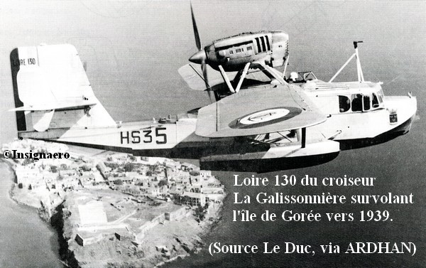 Photo du Loire 130 du croiseur La Galissonniere au dessus de l ile de Goree en 1939