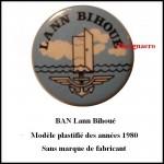 BAN Lann Bihoue insigne en plastique des annees 1980